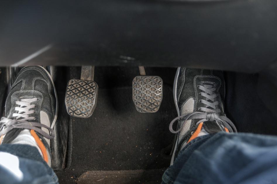 положение ног на педалях